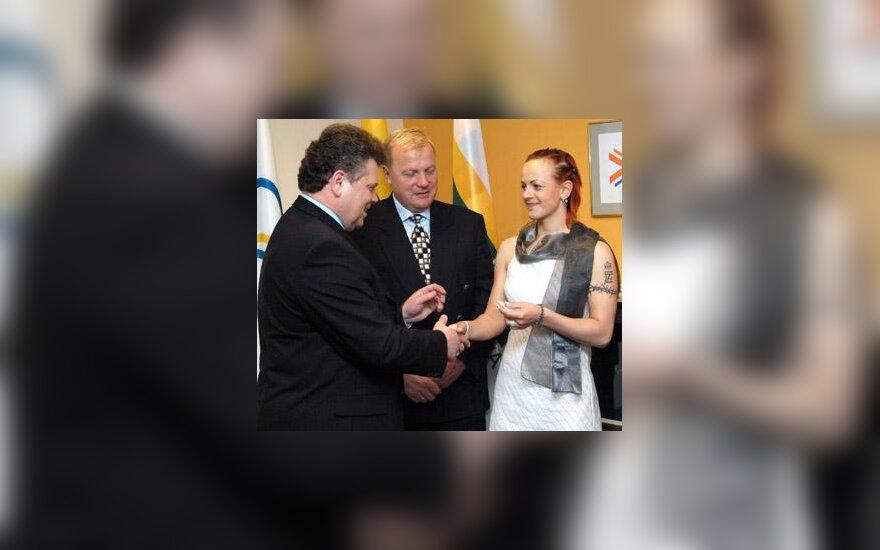 Dviratininkė Simona Krupeckaitė gauna olimpinį ženklelį