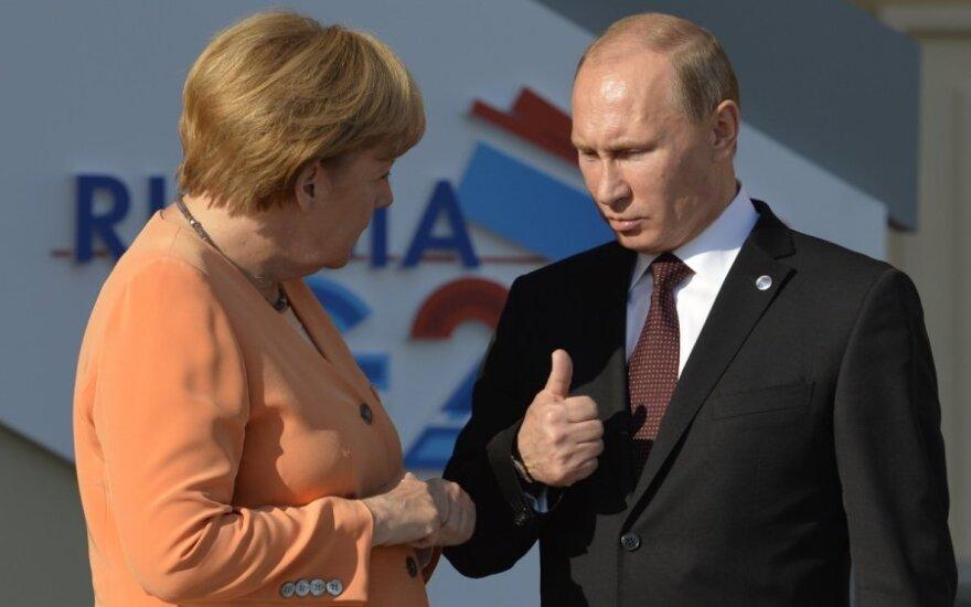 V. Putinas A. Merkel pasakė, kas gresia Ukrainai