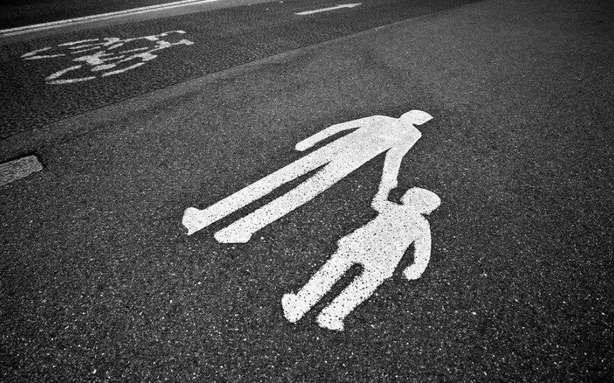 Artėjant vasarai perspėja vairuotojus: vaikai kelyje gali pasielgti neprognozuojamai