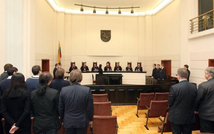 Konstitucinis Teismas svarsto kalbininkų vaidmenį dėl pavardžių rašybos pase