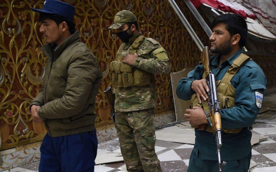 Afganistane per talibų ataką žuvo 4 kariai, per NATO antskrydį – 10 žmonių