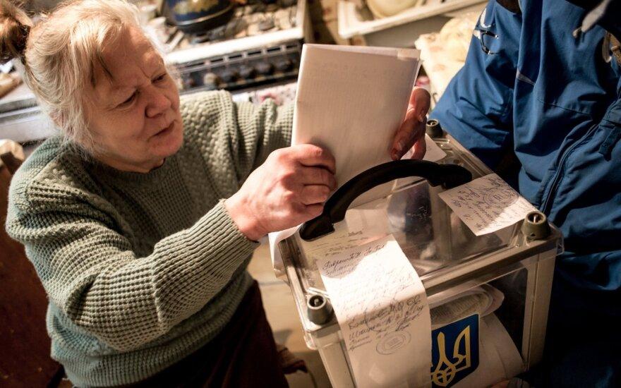 Ukrainoje per vietos valdžios rinkimus aktyvumas nesiekė 50 proc.