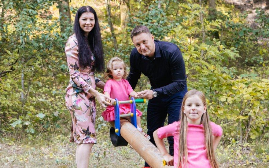 Andrius Rimiskis su žmona Vaida ir dukromis