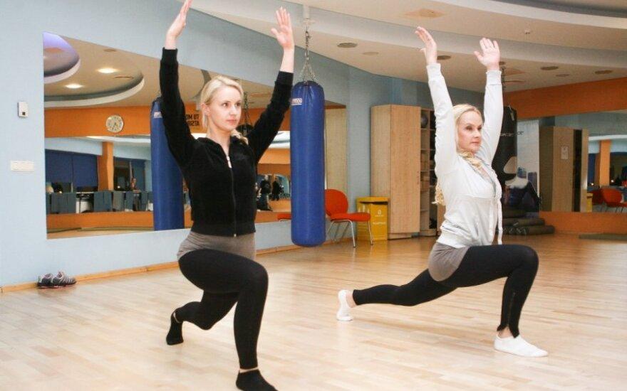 Daina Baumilė ir Diana Dargienė dalyvauja treniruotėje