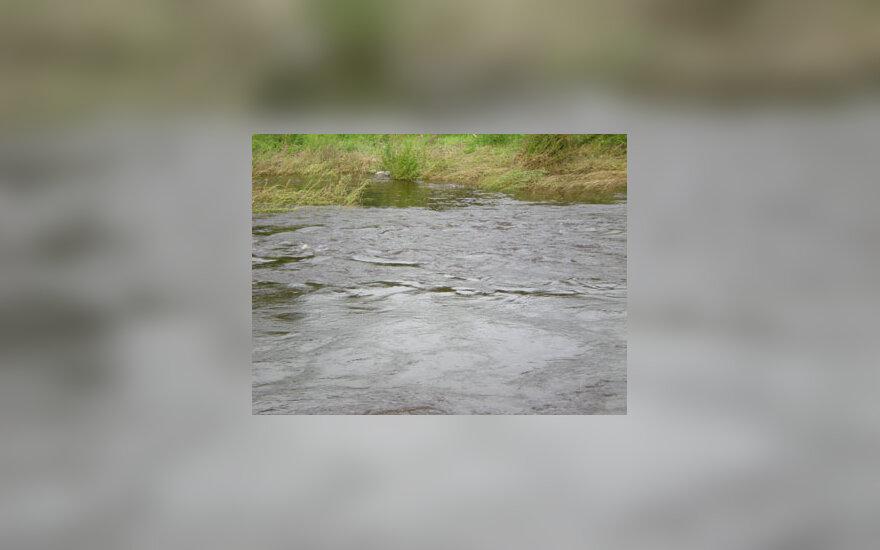 Ištvinusi upė, vanduo, potvynis, liūtis