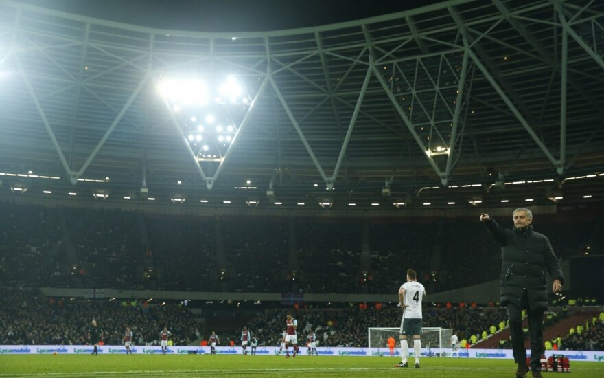 """Per """"West Ham"""" ir """"Man United"""" mačą stadione mirė žmogus"""