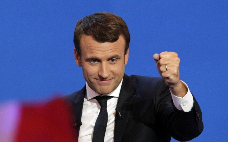 J.-C. Junckeris ragina E. Macroną mažinti Prancūzijos valstybės išlaidas