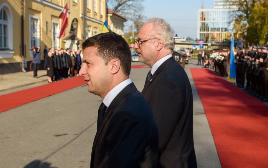 Į Latviją su oficialiu vizitu atvyko Ukrainos prezidentas Zelenskis
