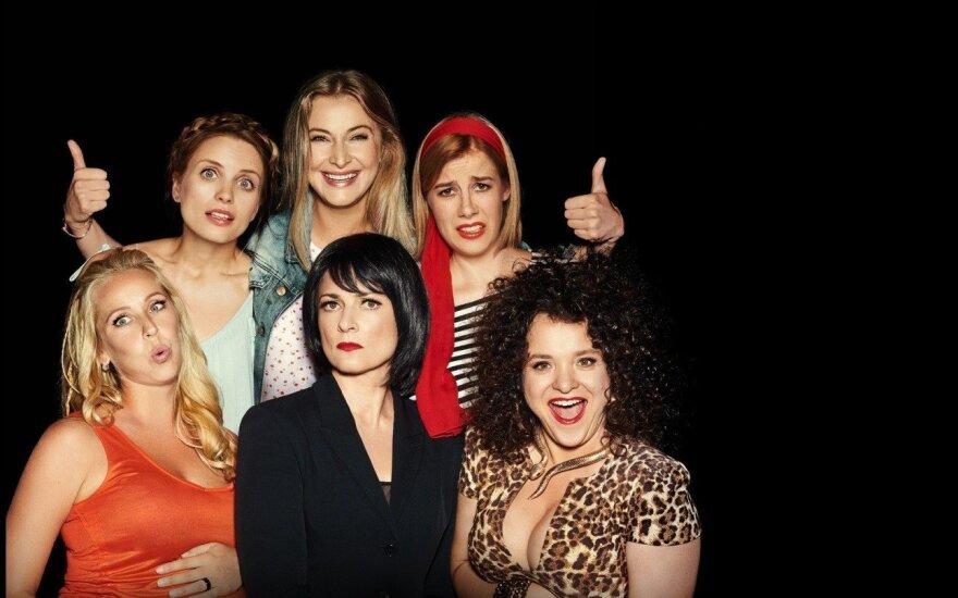 """Filmo """"Tarp mūsų, mergaičių..."""" recenzija: mergaitiškai naivi lietuviška komedija"""