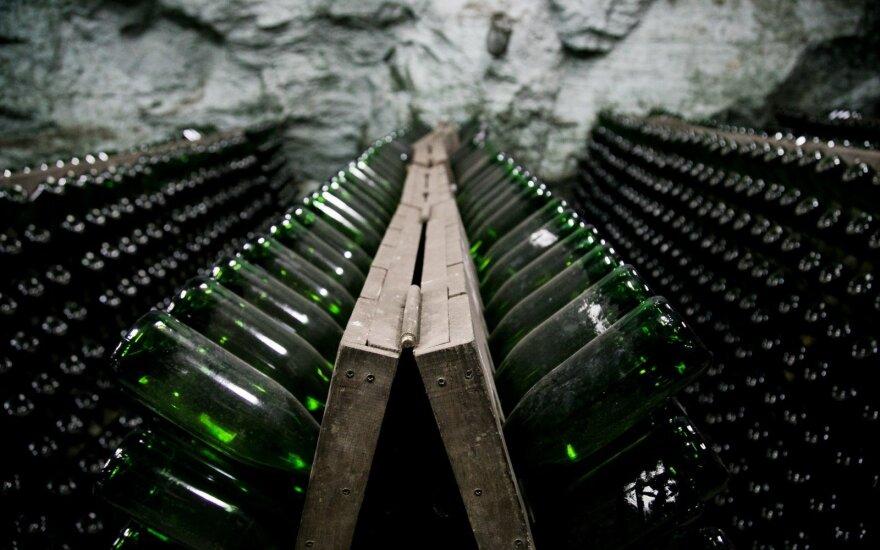 Seimas nusiteikęs didinti alkoholio akcizą