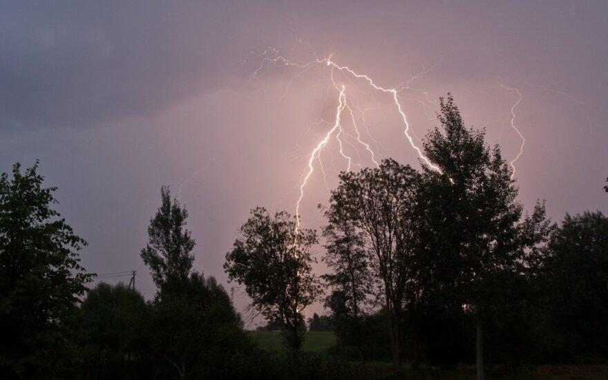 Nufotografavo įspūdingą žaibų šou
