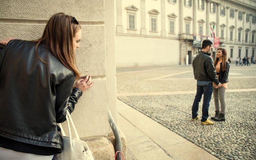 7 požymiai, kad tavo vaikinas dar nepamiršo buvusios merginos
