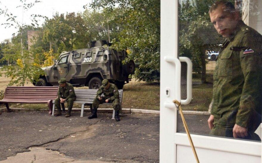 Donecke bandyta šturmuoti oro uostą, pranešama apie rusų stovyklą prie Krymo