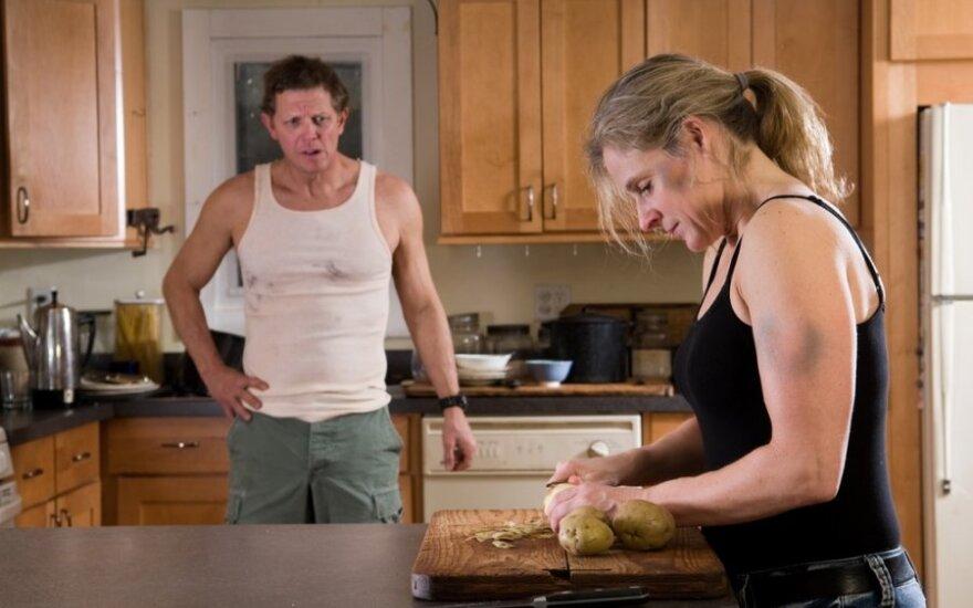 Kas bendro tarp vyrų smurto ir nevalgymo po 18 val.