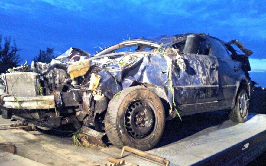"""Panevėžio rajone apsivertė nesuvaldytas """"VW Passat"""""""