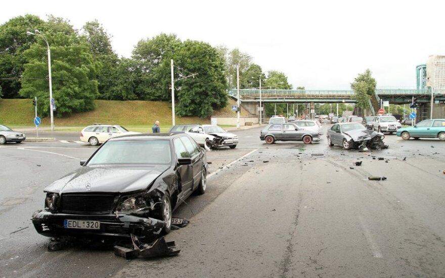 Užkeiktoje sankryžoje Kaune – trijų automobilių susidūrimas