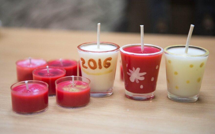 Kalėdinės dirbtuvės: gaminame kvepiančias žvakutes