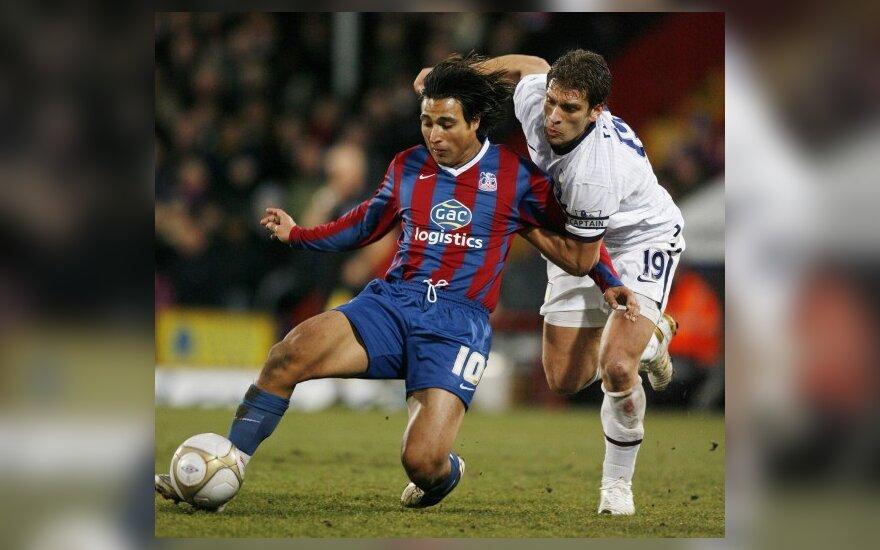 """Nickas Carle'as (""""Crystal Palace"""", kairėje) ir Stilijanas Petrovas (""""Aston Villa"""")"""