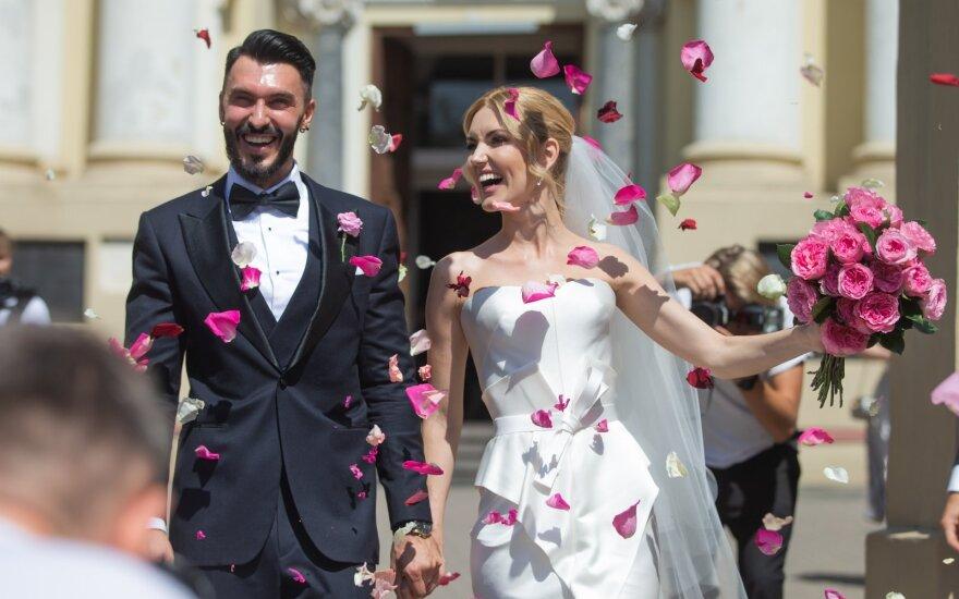 Gražuolės Ernestos Elzbergaitės meilės istoriją vainikavo vestuvės: šventė – draugams ir šeimai, o mes ir taip laimingi