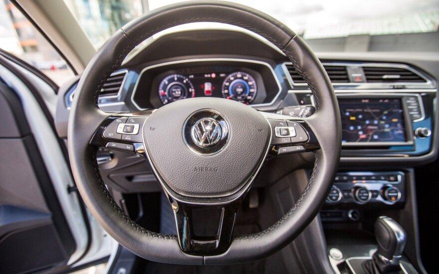 """Dėl emisijų skandalo """"Volkswagen"""" taisys dar 460 tūkst. dyzelinių automobilių"""