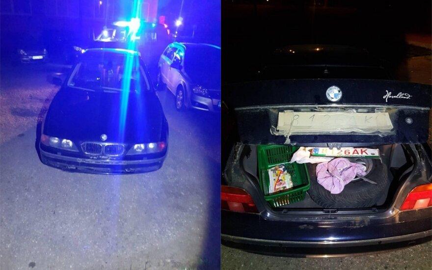 Klaipėdoje BMW vairuotojas bandė apmulkinti policininkus, jis apsikeitė vietomis su keleiviu