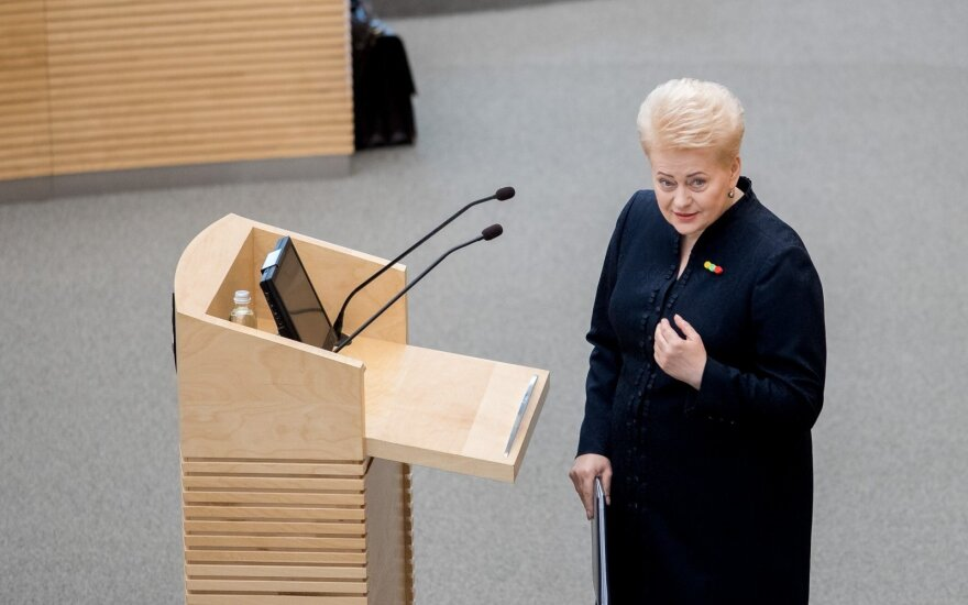 """Grybauskaitė """"nusidegino pirštus"""": ar prezidentė nusimetė neklystančiosios kaukę?"""