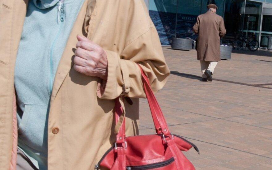 Vyresni žmonės prieš eurą atvers pinigines