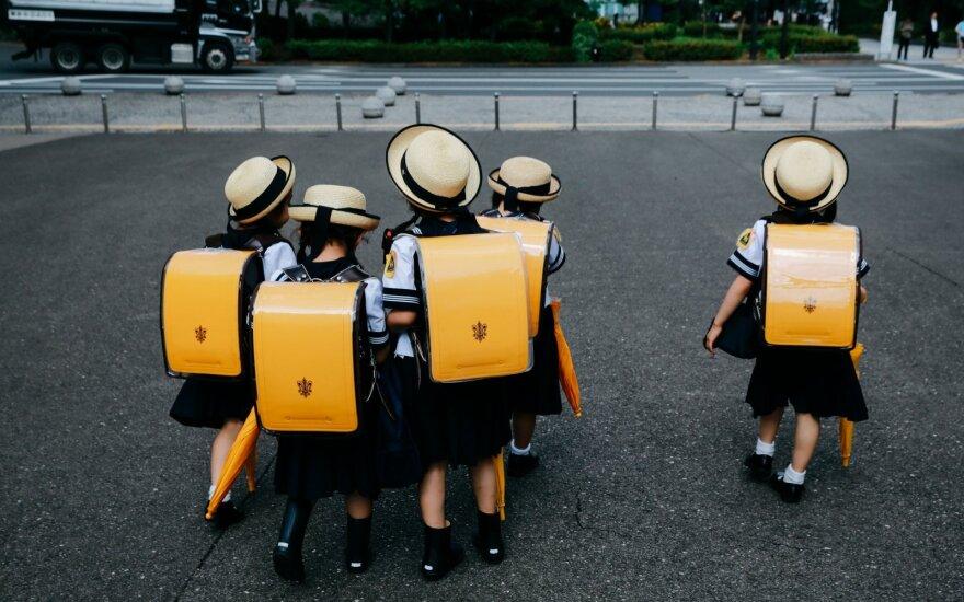 Mokyklos, kuriose berniukai mokomi siūti, o mokytojas yra bičiulis: kuo Japonijos mokyklos skiriasi nuo europietiškų