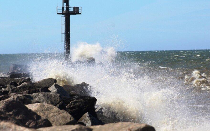 Į Lietuvą atslenka kone uraganinis vėjas – pajūryje bus ypač neramu