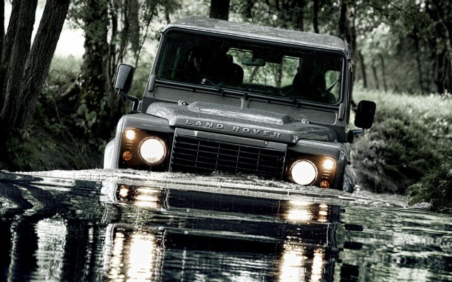 """Land Rover Defender"""