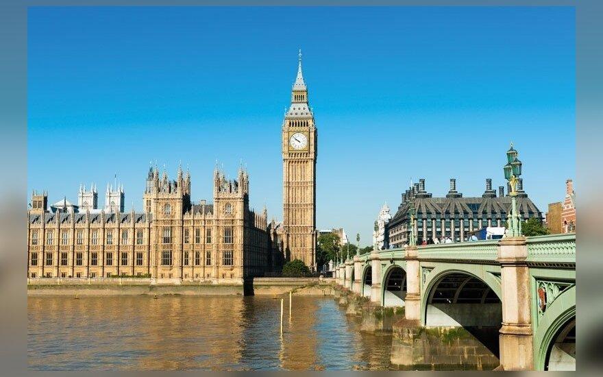 Didžioji Britanija iš užjūrio mokesčių rojų reikalaus didesnio skaidrumo