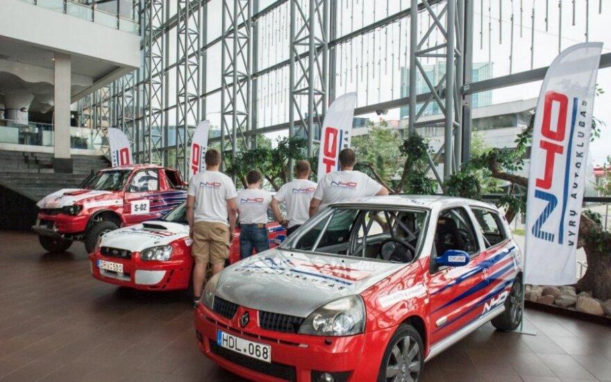 Klubo N40 automobilių ekspozicija