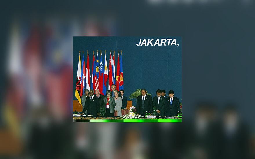 Susitikimo Džakartoje dalyviai tylos minute pagerbė cunamio aukas