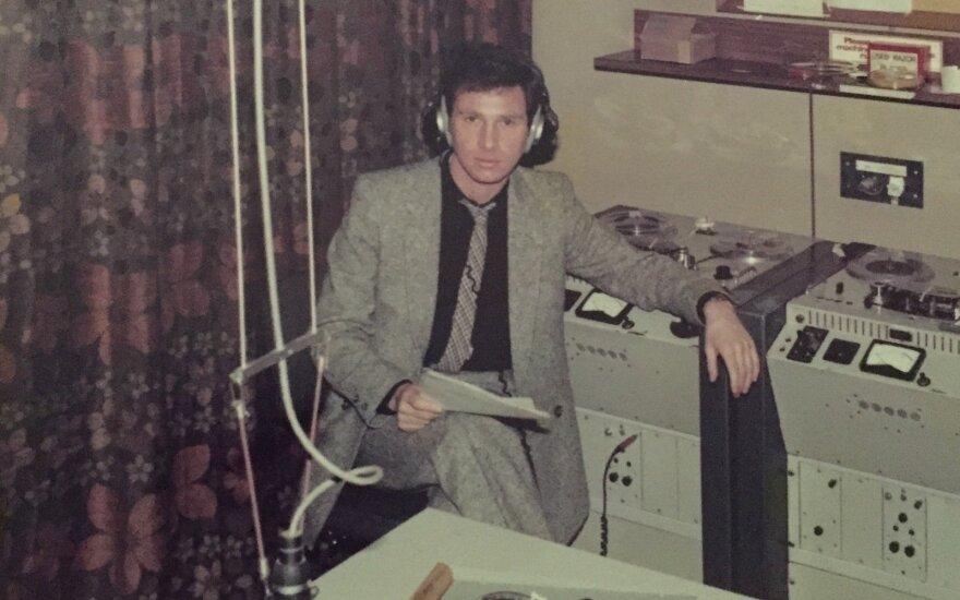 """Samas Yossmanas – BBC radijo rusų tarnyboje (praėjusio amžiaus aštuntas dešimtmetis). . // """"Mažoji leidykla"""" nuotr."""