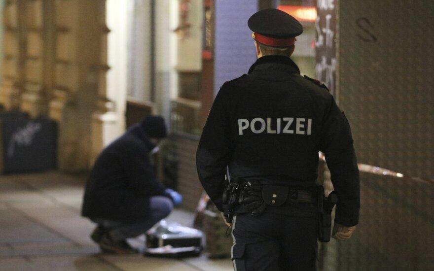 Prie Austrijos parlamento vyras bandė užpulti budėjusį policininką
