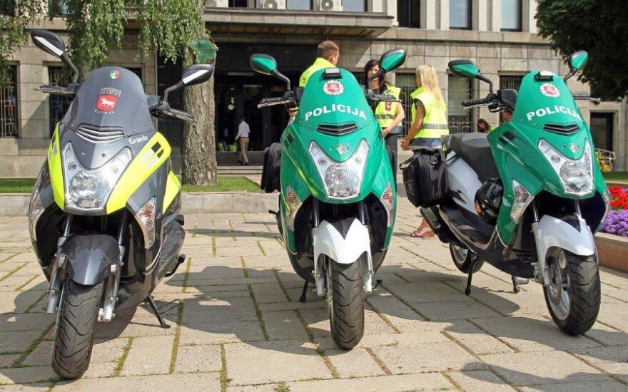 Kauno pareigūnai ir viešosios tvarkos sergėtojai patruliuos naujais motoroleriais
