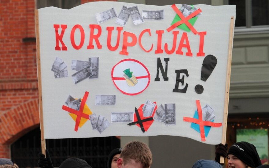 Antikorupcijos asociacijos ekspertas: Lietuvoje labai priešinamasi priimti tarnautojo elgesio kodeksą