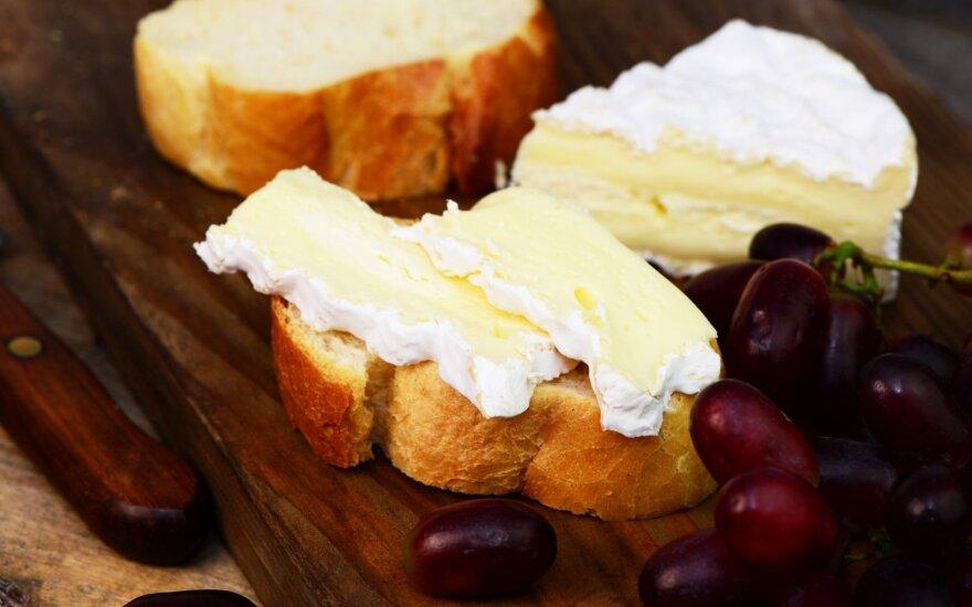 Užkandis su brie sūriu
