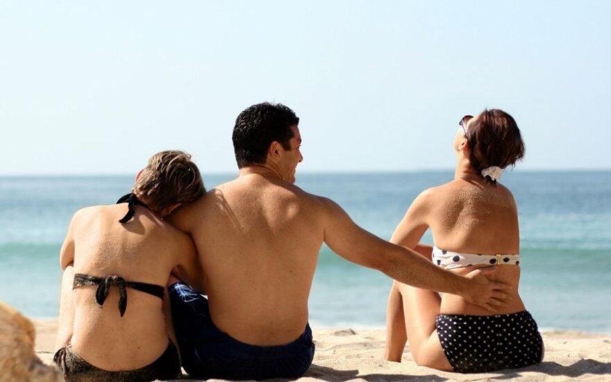 """Daugelis neištikimybę pateisina """"poligamine prigimtimi"""": profesorius iš JAV paaiškino, ar iš tiesų monogaminiai santykiai mums tik primesti"""