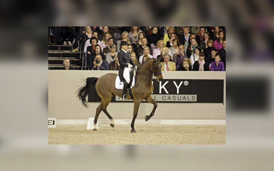 Daugkartinė jojimo olimpinė čempionė nubausta už tai, kad jos žirgas vartojo dopingą