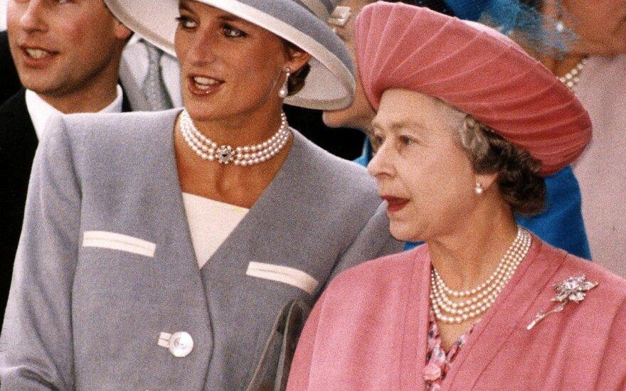 Princesė Diana, Elžbieta II