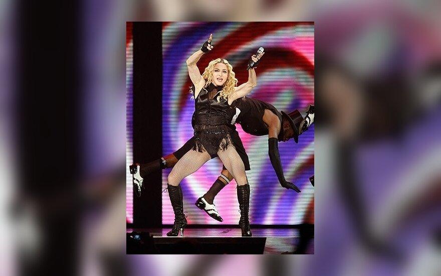 Prancūzijoje sugriuvo Maddonos koncertui skirta scena, vienas žmogus žuvo