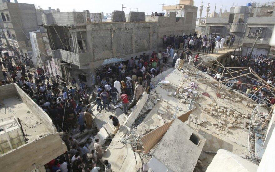 Karačyje sugriuvus pastatui žuvo mažiausiai du žmonės