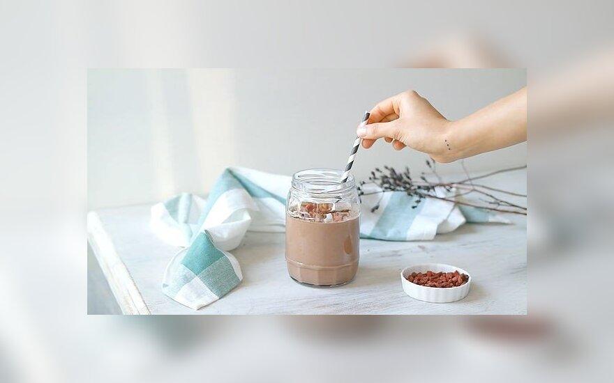 Šokoladinis glotnutis su lazdyno riešutais