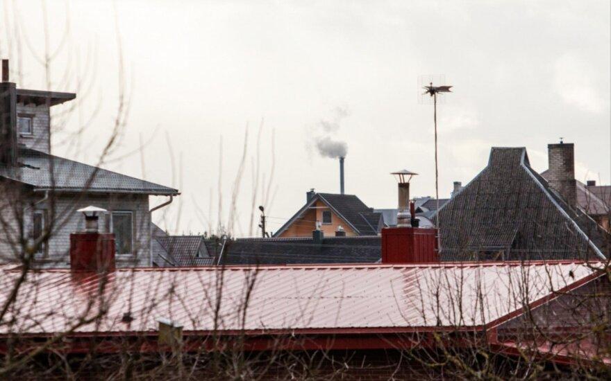 Pradėjus veikti jėgainei – neramios dienos Ramučiuose: orą teršiantis sunkiasvoris transportas ir besiplaikstančios šiukšlės