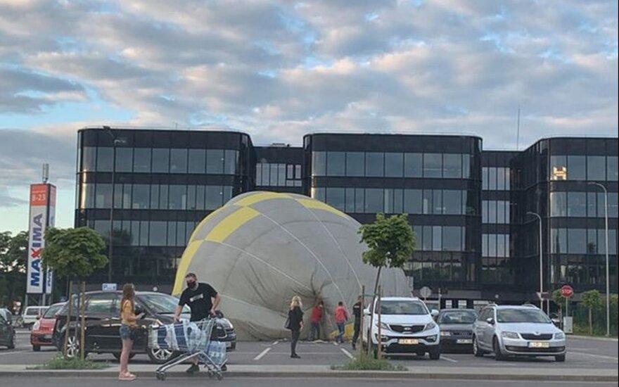 Kauno centre avariniu būdu leidosi oro balionas