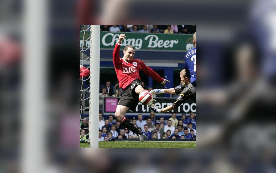 """John O'Shea (""""Man Utd"""") muša įvartį į """"Everton"""" vartus"""