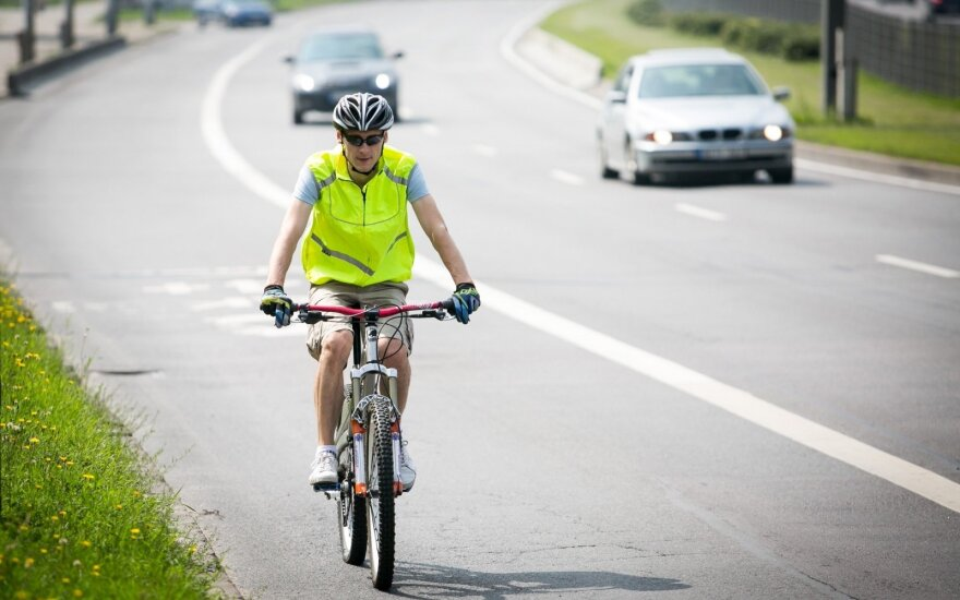 Transporto entuziastas: dviratininkams ne vieta gatvėje!