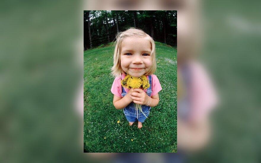 Mergaitė su gėlėmis, vaikystė, sveikinimai
