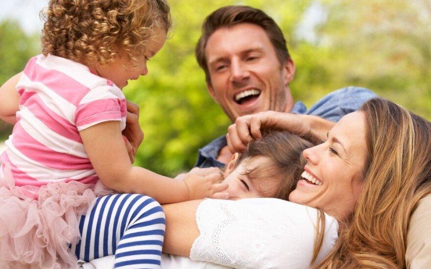 Seimo komitetas pritarė pataisai, kuri šeimą apibrėžia per santuoką